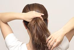 ポニーテールは頭皮の血行を悪くするため薄毛の原因となる